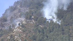 Ver vídeo  'Extinguidos la mayoría de los incendios en el Pirineo'