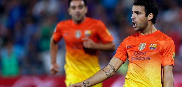 Fábregas celebra el gol del Barça conseguido con un remate de Adriano.