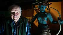 Ir al Video Fallece a los 92 años Ray Harryhausen, un mago de cine