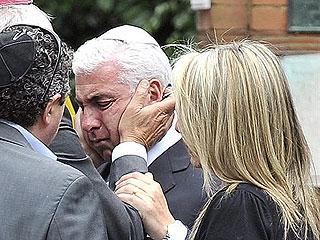 Ver vídeo  'Familia y amigos despiden a Amy Winehouse en una ceremonia íntima'