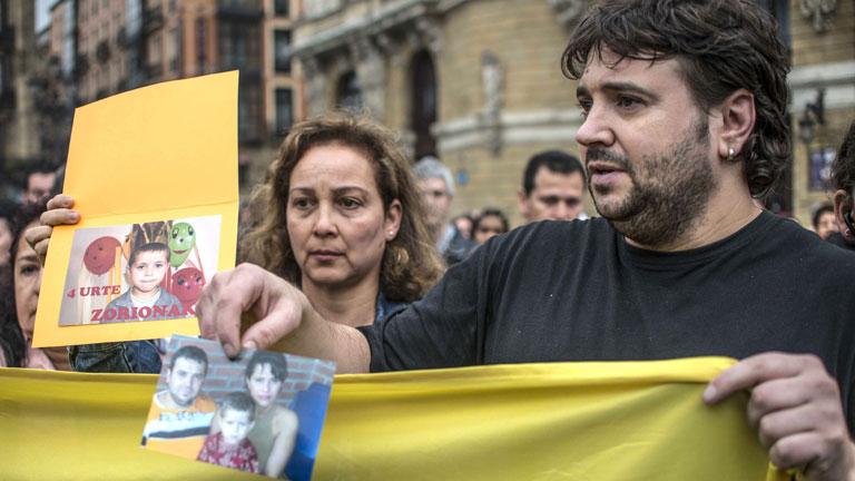 Familiares y amigos de las víctimas del falso shaolín se concentran en repulsa por los crímenes