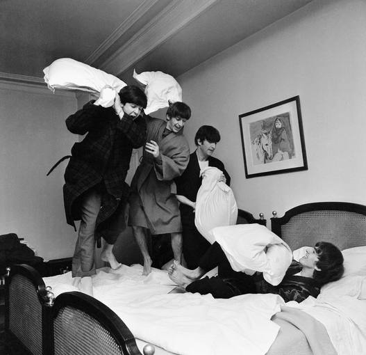Guerra de almohadas - 2 part 3