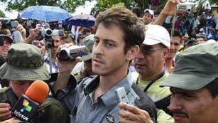 Ver vídeo  'Las FARC liberan al periodista francés Romeo Langlois'