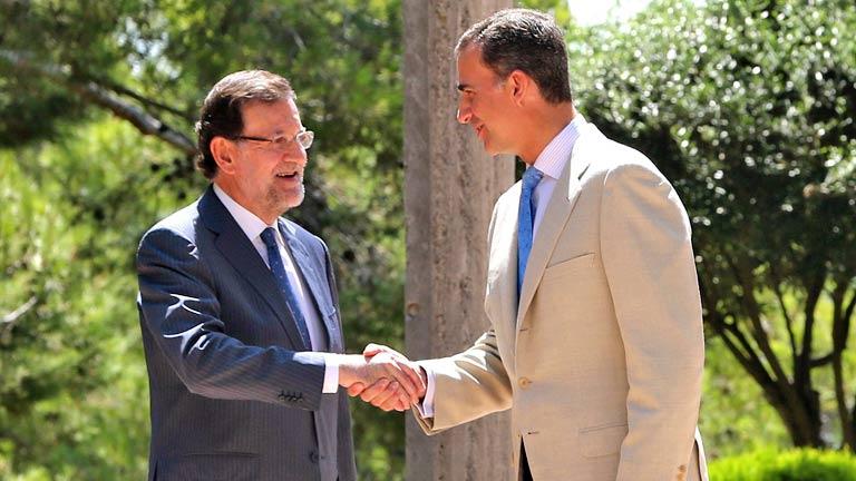Felipe VI recibe por primera vez a Mariano Rajoy en Marivent