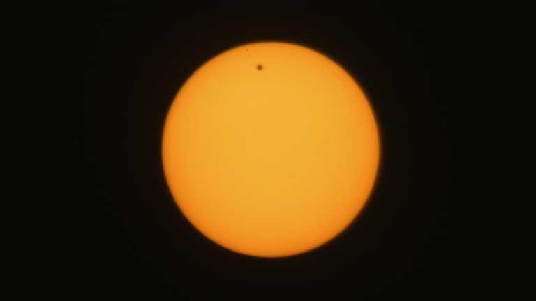 El tránsito del planeta Venus entre el Sol y la Tierra