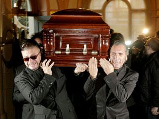 Ver v?deo  'El féretro con los restos mortales de Enrique Morente llega a la SGAE'