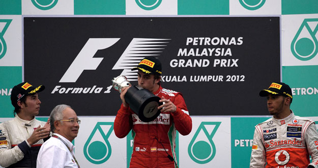Fernando Alonso gana el GP de Malasia