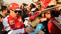 Ir al Video&nbsp;Fernando Alonso, a remontar en China