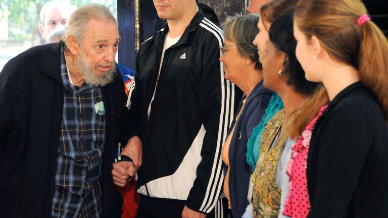 Fidel Castro acude a votar en Cuba por primera vez desde 2006
