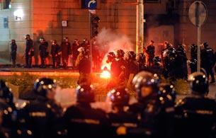 Ver v?deo  'Fin violento a la manifestación de Belgrado'