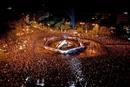 Miles de aficionados esperan en Cibeles