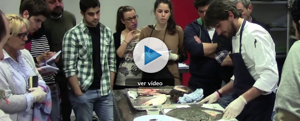 Formación de los aspirantes: limpiar y cortar pescados