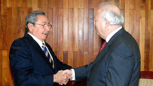 Foto cedida de la entrevista sostenida entre Castro (i) y Moratinos