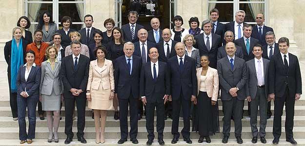 Foto de familia del nuevo Gobierno socialista de François Hollande.