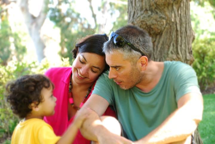 Foto de una familia que ha recurrido a la gestación subrogada