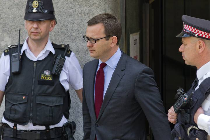 Fotografía de archivo (25 de junio) del ex editor de News of the World, Andy Coulson, dejando el tribunal de Old Bailey en Londres