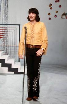 Fotografía de archivo del cantante Tony Ronald.