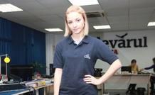 Fotografía de Domnika Cemortan, joven moldava de 25 años que se encontraba en el Costa Concordia en el momento del accidente, en la redacción del periódico Adevarul.md