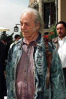 Foto de archivo del poeta Nicanor Parra durante un almuerzo en Chile en 2001