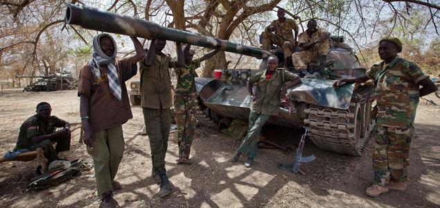 Fotografía, tomada el 6 de abril, de soldados de Sudán del Sur en la frontera con Sudán