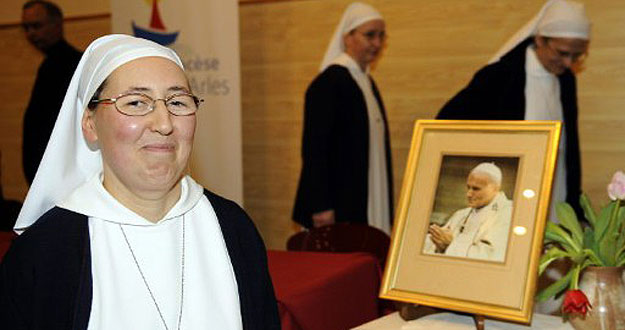 FRANCE-VATICAN-POPE-SAINT