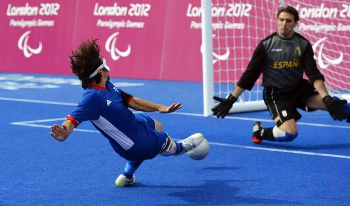El francés Villeroux anota el segundo gol contra España en los Paralímpicos de Londres 2012