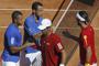 Francia toma oxígeno tras ganar el punto de dobles