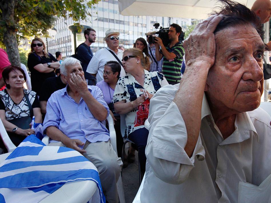 Frustración, impotencia, rabia, desazón... los griegos han vivido este 2012 una mezcolanza de sentimientos al ver cómo su país continúa su travesía a la deriva por la crisis económica.