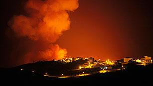 Ver vídeo  'El fuego obliga a desalojar a 3.000 personas en La Gomera'