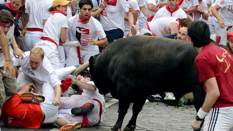 'Fugado' protagoniza un tercer encierro largo y accidentado de San Fermín 2012, de Cebada Gago