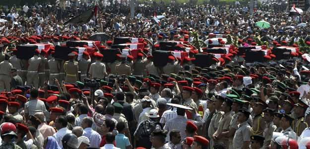 Funeral de los 16 soldados y policías egipcios fallecidos en un ataque al norte de la peníncula del Sinaí