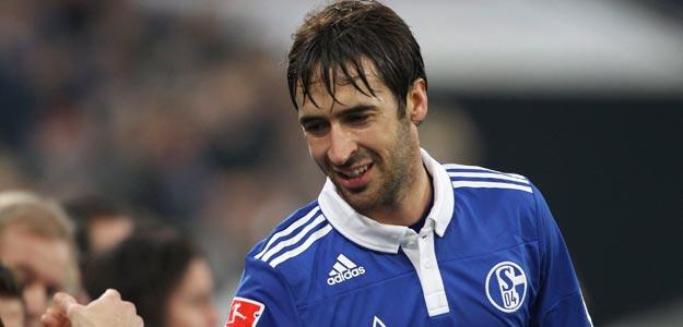 El futbolista español Raúl González, durante un partido con el Schalke 04.