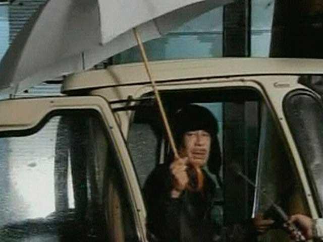 Gadafi confirma que sigue en Libia tras una jornada de represión