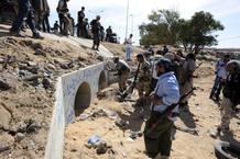 Gadafi estaba escondido en un zulo bajo de una vivienda de Sirte