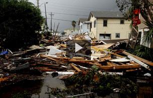 Ver v?deo  'Galveston ha sufrido seriamente la furia del huracán Ike.'
