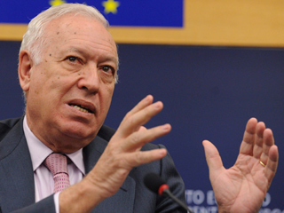 """Ver vídeo  'García-Margallo se estrena en la UE con el saludo """"Gibraltar, español""""'"""