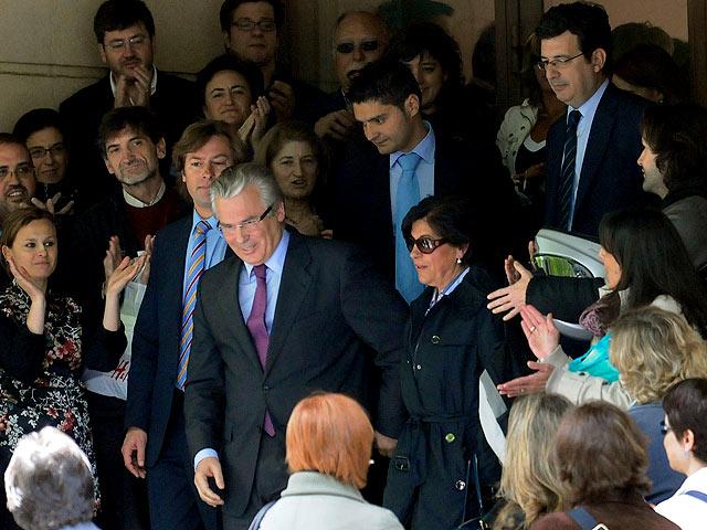 Ver v?deo  'Garzón sale entre aplausos de la Audiencia Nacional'