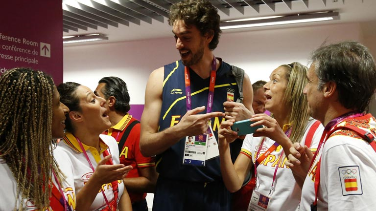 Gasol pone buena cara a una jornada complicada