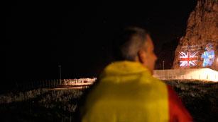 Ver vídeo  'Gibraltar proyecta sobre el peñón imágenes gigantescas de Isabel II'