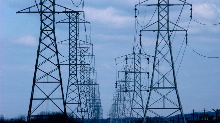 El Gobierno analiza una reforma para atajar el déficit eléctrico que enfrenta a Industria y Hacienda
