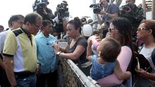 Ver vídeo  'El gobierno filipino ha empezado a evaluar los daños'