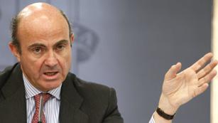 Ver vídeo  'El Gobierno limita la retribución de los directivos de entidades con ayudas'