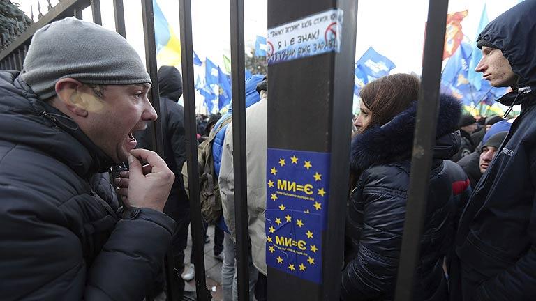El Gobierno ucraniano abre la puerta a un adelanto electoral para la solucionar la crisis política