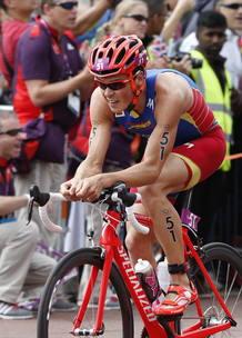 El español Javier Gómez Noya durante la prueba de ciclismo del triatlón masculino de los Juegos Olímpicos.