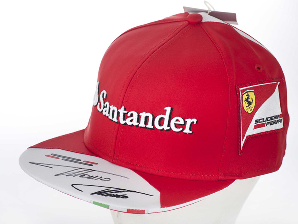 Gorra firmada de Fernando Alonso