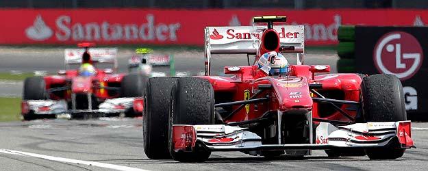 Fernando Alonso adelantó a Massa después de que este aflojara el pie de acelerador.