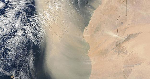 Una imagen de la NASA muestra una gran tormenta de arena sobre el noroeste de Áfica.