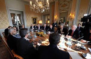 Ver vídeo  'Las grandes potencias mundiales se reúnen con Irán para hablar de su programa nuclear'