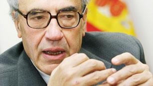 Ver vídeo  'Gregorio Peces Barba, uno de los siete padres de la Constitución, ha muerto a los 74 años'