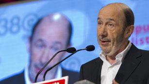 Ver vídeo  'Griñán anuncia que Rubalcaba es el nuevo secretario general del PSOE'